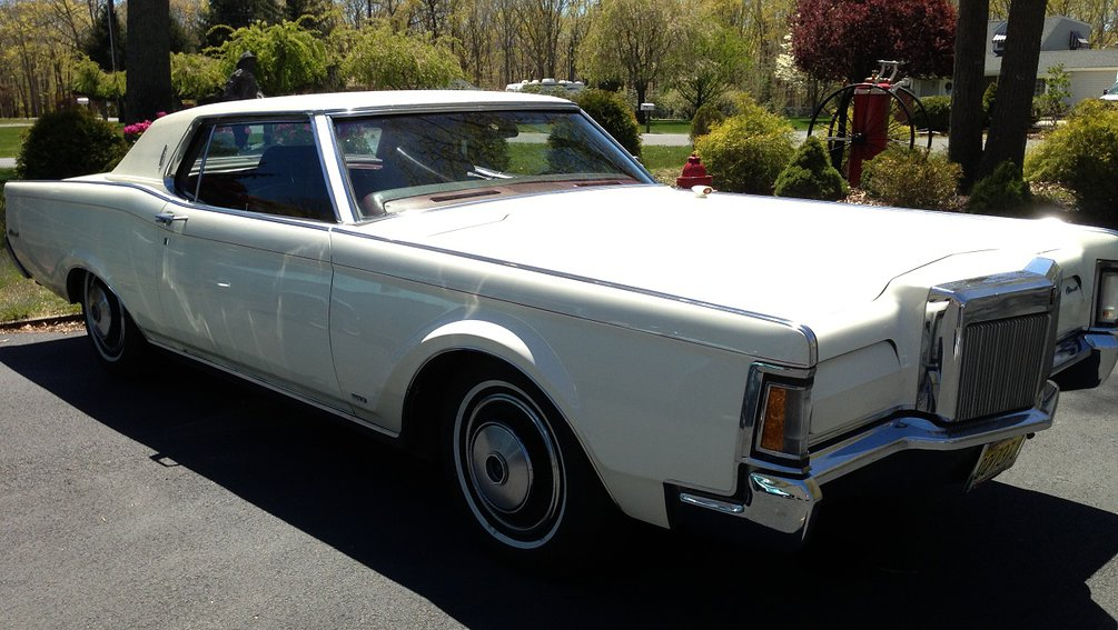 White 1970 Lincoln Continental
